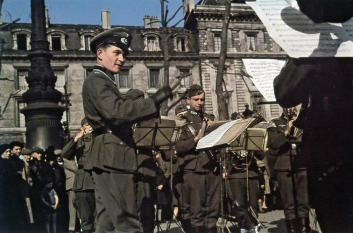 paris occupation 11 Как продавали отобранные у евреев вещи и другие шокирующие факты времен нацистской оккупации Франции