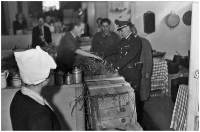 paris occupation 5 Как продавали отобранные у евреев вещи и другие шокирующие факты времен нацистской оккупации Франции