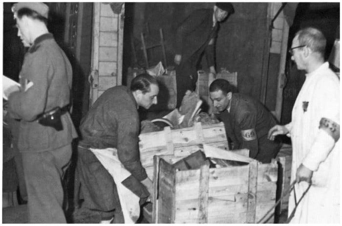paris occupation 7 Как продавали отобранные у евреев вещи и другие шокирующие факты времен нацистской оккупации Франции