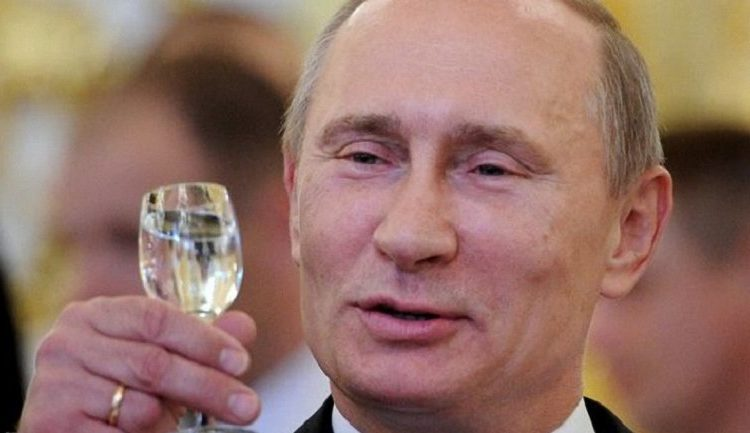путин с бокалом вина